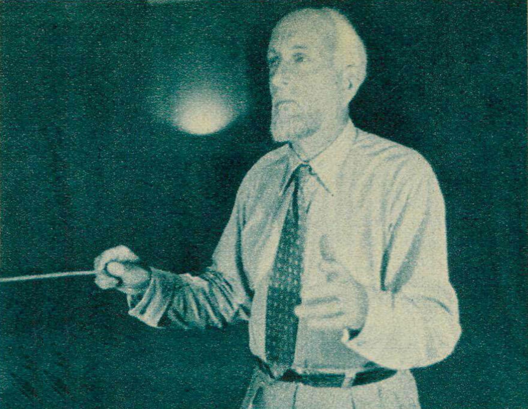 Ernest ANSERMET vers 1945, photo publiée entre autres dans la revue Radio Actualités du 6 avril 1945, No 14, page 424, Cliquer sur la photo pour une vue agrandie et quelques infos