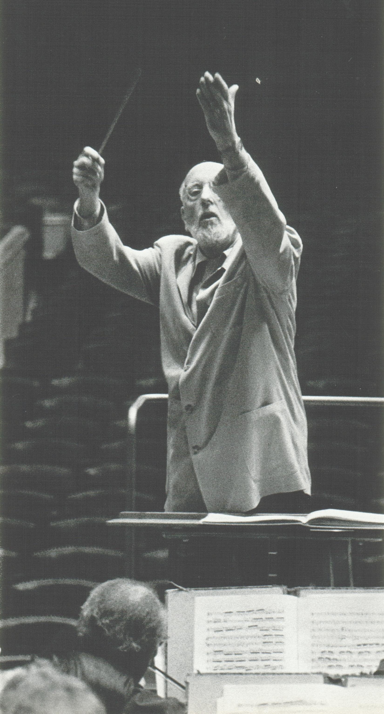 Ernest ANSERMET en répétition, une photo de Jean MOHR, date ??, cliquer pour plus d'infos