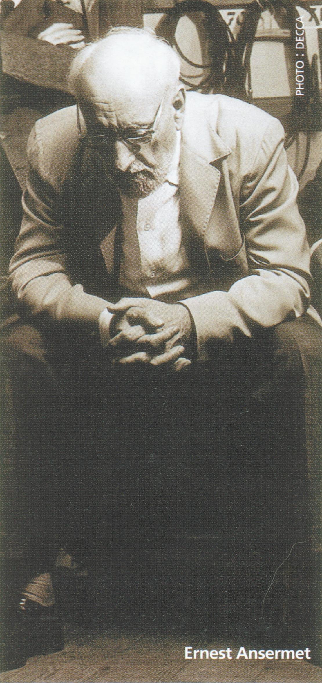 Ernest ANSERMET écoutant un enregistrement, photo de presse DECCA, cliquer pour une vue agrandie
