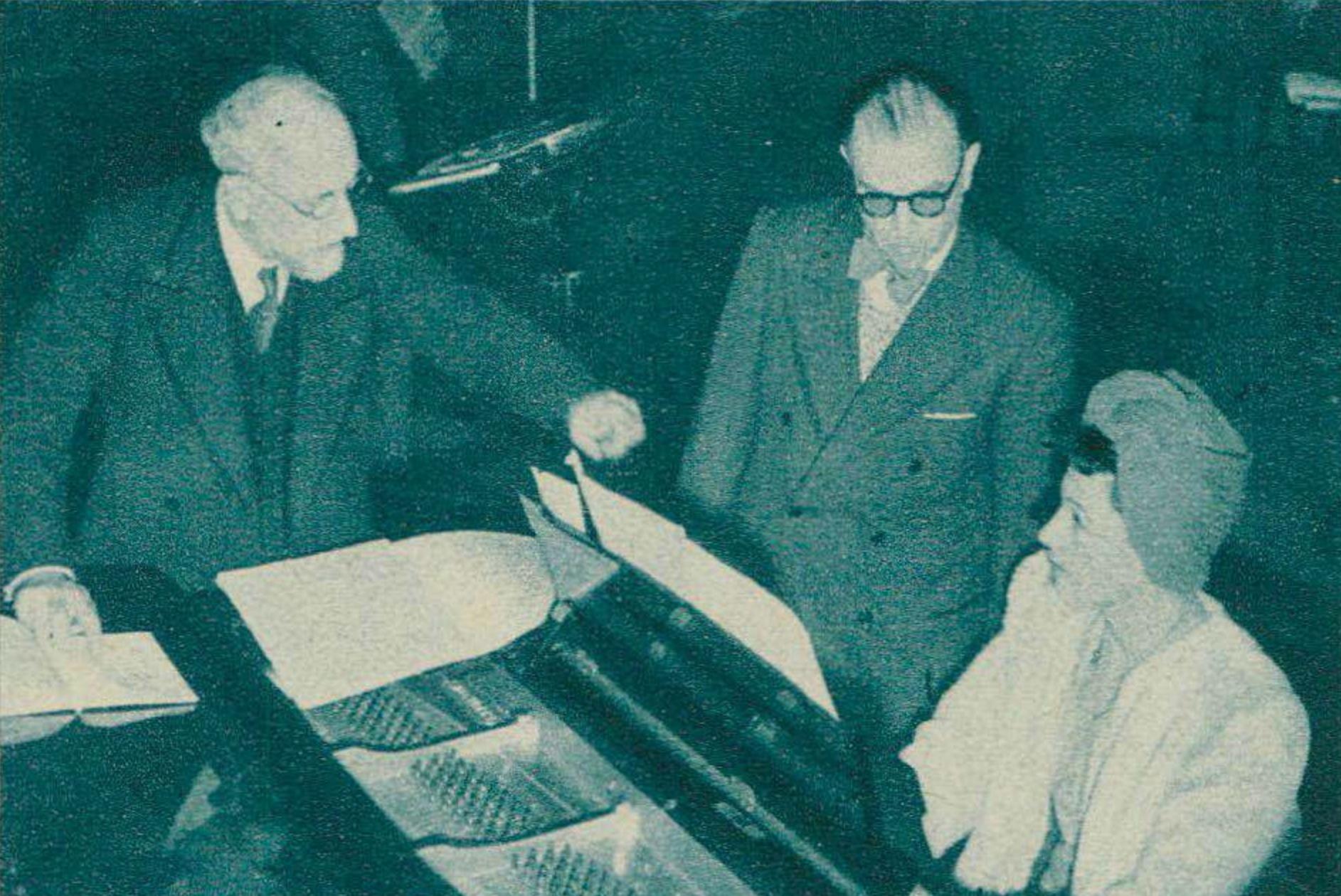 Première lecture au piano, par Mlle FOETISCH, de la partition de Honegger, sous la direction d'Ernest ANSERMET
