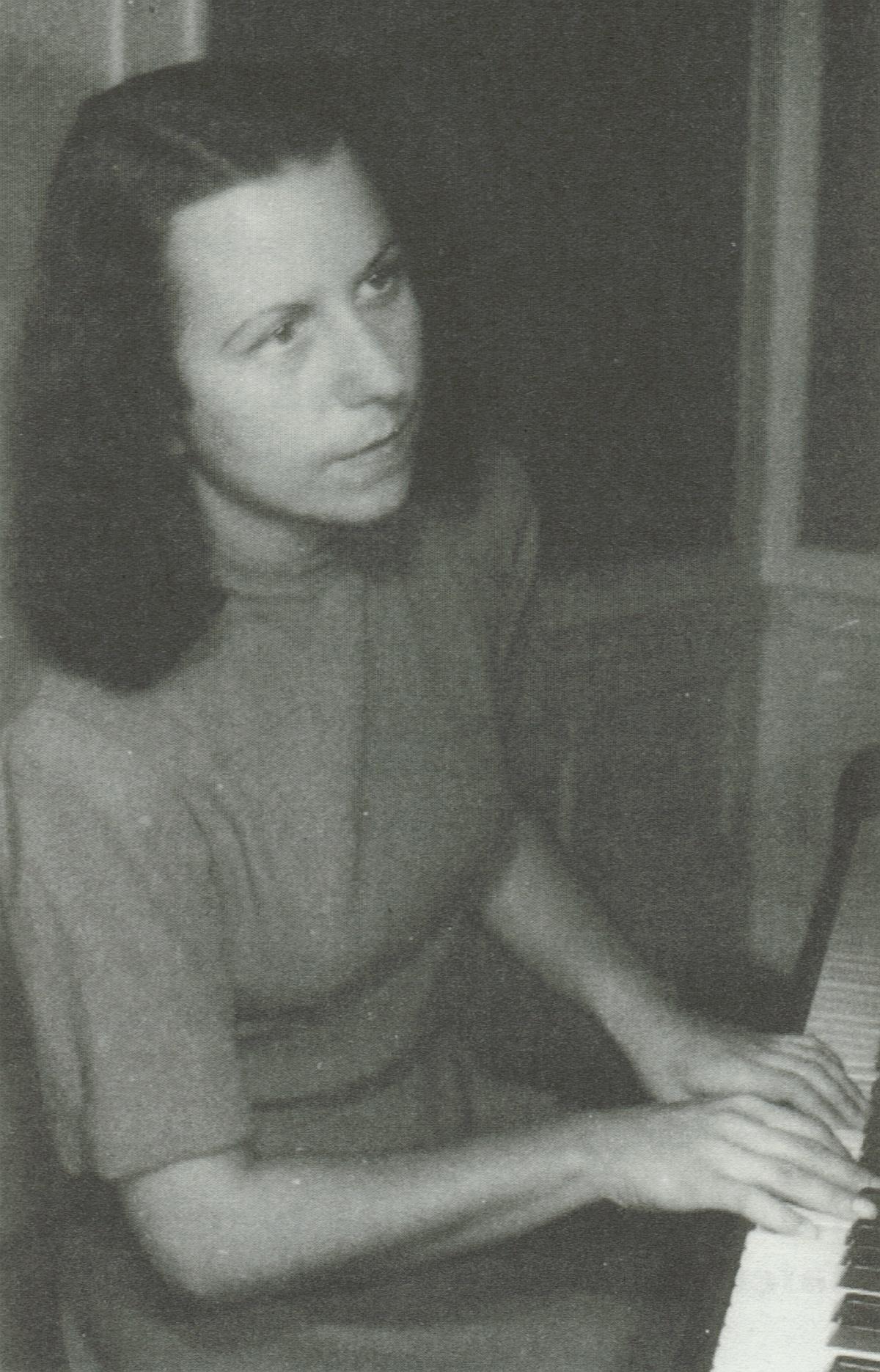 Maria Bergmann en 1946, une photo citée du livre «Ein Leben für Musik und Funk - Maria Bergmann erinnert sich» [Hrsg. von Ingeborg Schatz], Potsdam, Verlag für Berlin-Brandenburg, page 66 de la 2e édition de 1998, cliquer pour une vue agrandie et plus d'infos