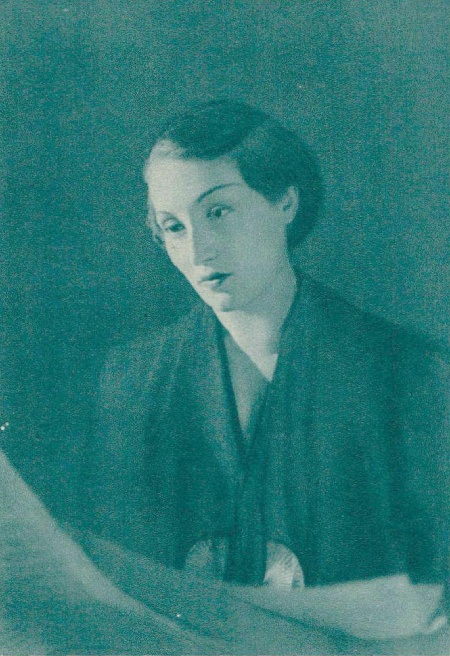 Jacqueline BLANCARD dans les années 1930, un portrait fait par Boris Lipnitzki, publié entre autres dans la revue Le Radio du 10 juin 1938 en page 910, Cliquer sur la photo pour une vue agrandie et les références