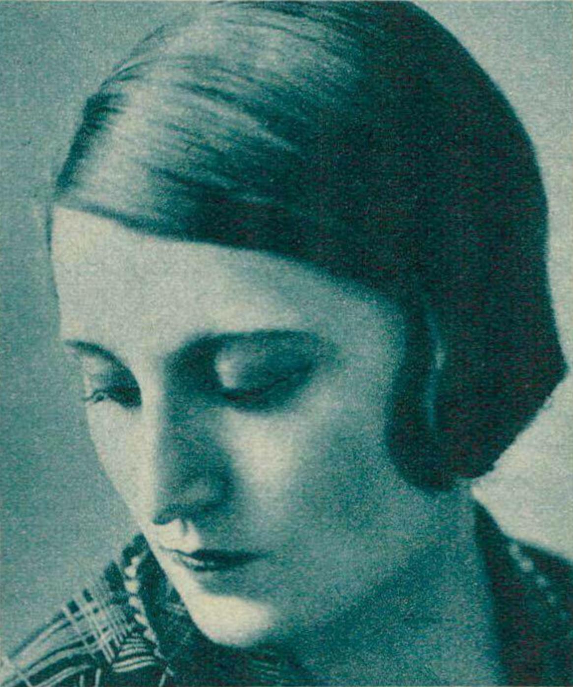 Jacqueline BLANCARD vers 1937, un portrait fait par Photo Jullien, publié entre autres dans la revue Le Radio du 5 novembre 1937 en page 1838