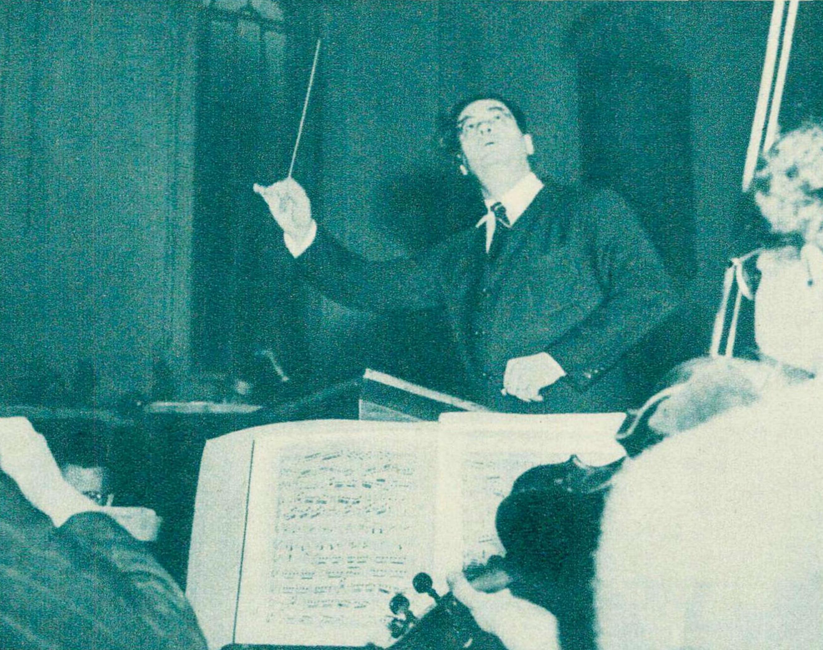 Juan José CASTRO au pupitre du Victorien Orchestra de Melbourne