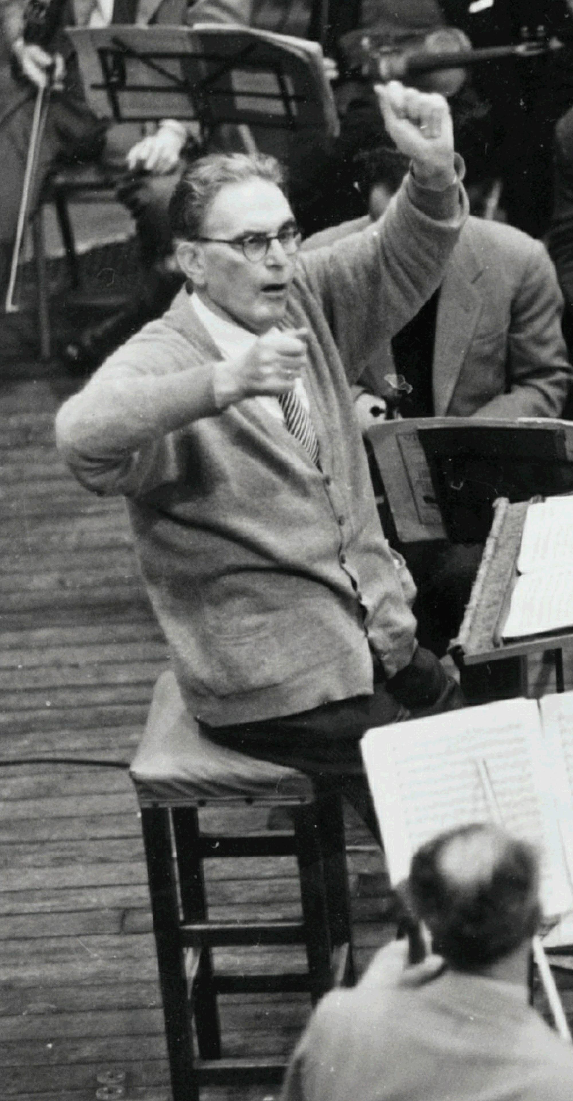 Otto Klemperer en répétition, novembre 1957, extrait d'une photo d'Erich Auerbach, cliquer pour voir l'original et ses références