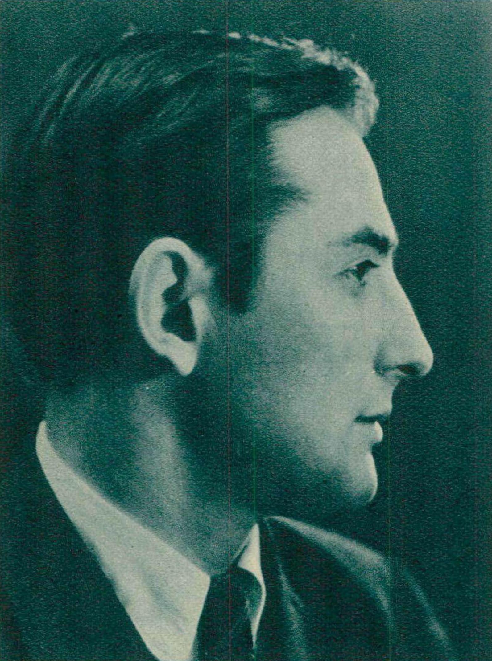 Date et photographe inconnus, un portrait de Nikita Magaloff publié - entre autres - dans la revue Radio Actualités du 8 mars 1945, No 10, page 10, cliquer pour un agrandissement