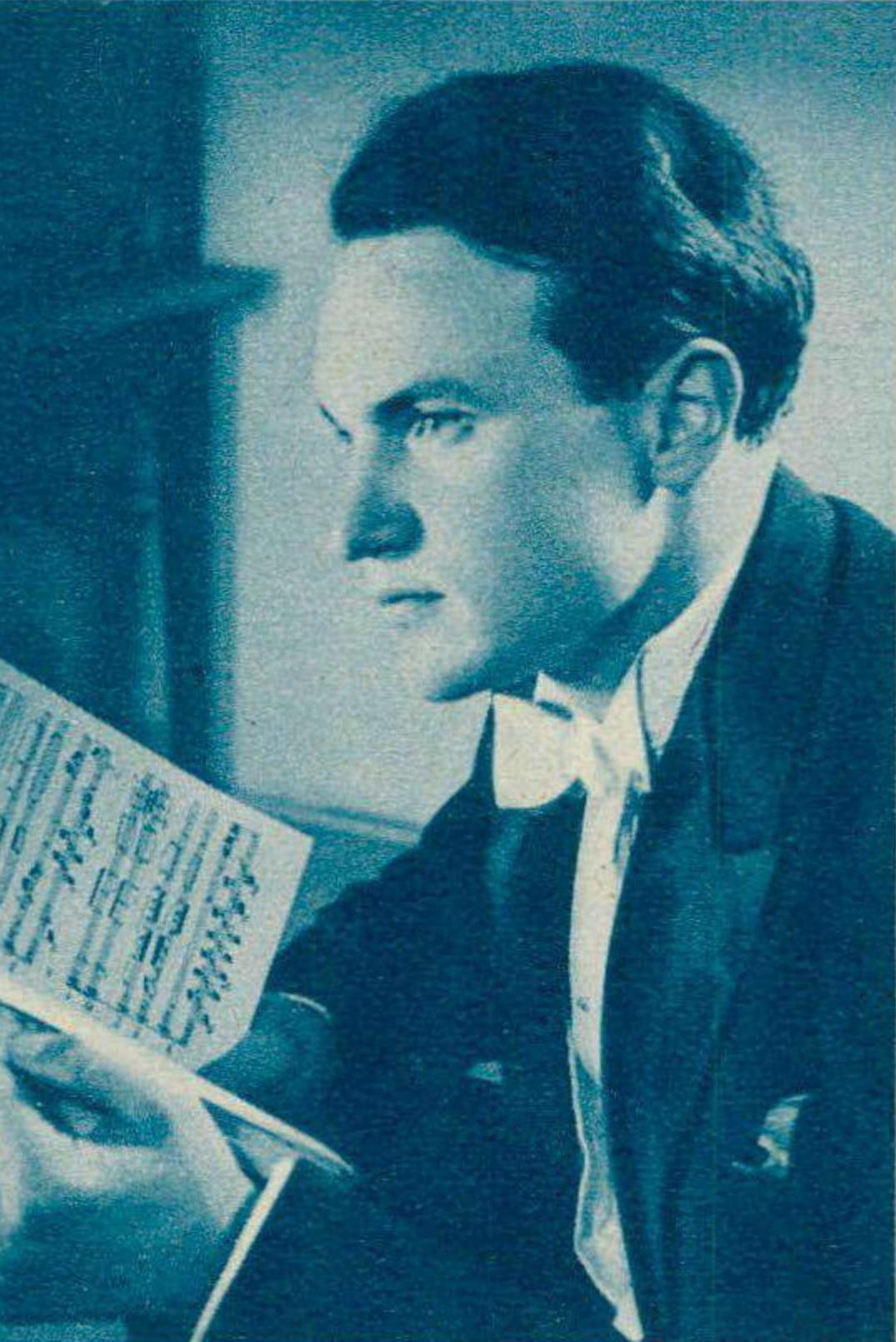 André PERRET, un portrait fait par M.Düss, Genève, publié entre autres dans la revue Radio Télévision du 3 août 1951 en page 1200