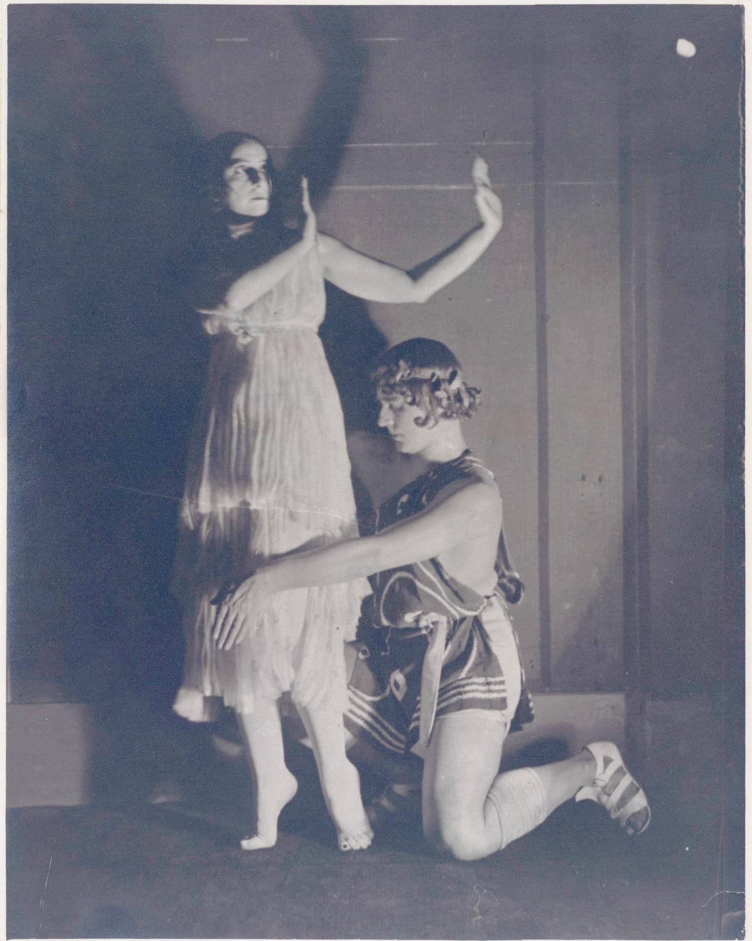 """Vera et Michel Fokine dans """"Daphnis et Chloé"""", 1921, photographie d'Henri Manuel"""