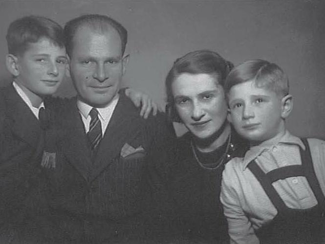 Laszlo Somogyi avec sa famille en 1944, Cliquer sur la photo pour une vue agrandie et quelques infos