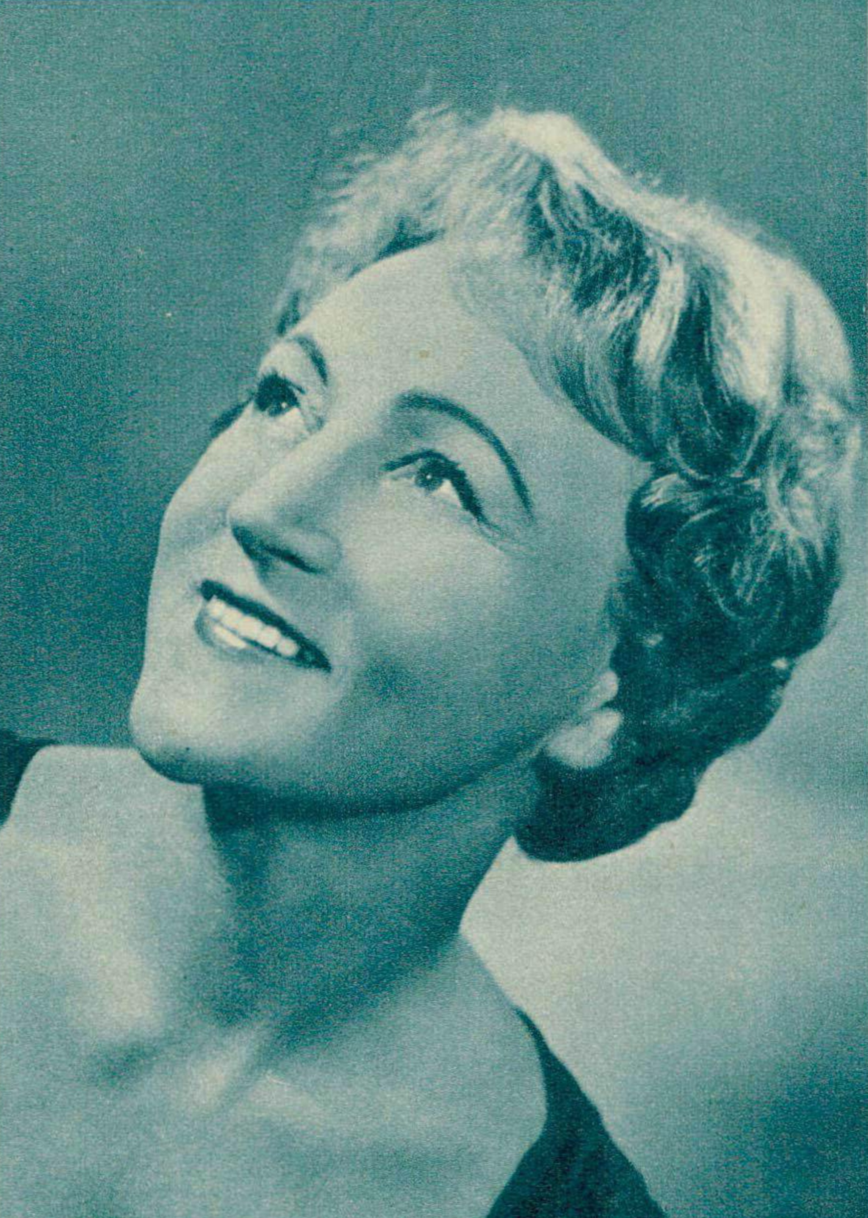 Flore WEND vers 1961, un portrait publié entre autres dans Radio Je vois tout TV du 27 avril 1961, No 17, page 18, cliquer pour une vue agrandie